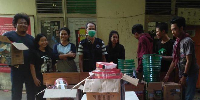 Gabungan Mahasiswa Di Pontianak Berikan Bantuan Pelindung Wajah Untuk Tenaga Medis